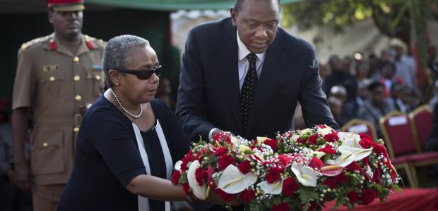 President Kenyatta laying a wreath