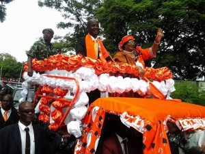 President Banda and Sosten Gwengwe wave to supporters as they make entry into the trade fair grounds