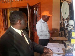 Caught on camera: PP functionaries caught with voter certificates having them scanned
