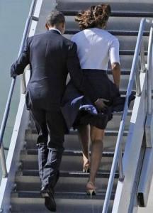 Obama stops-Michelles-skit