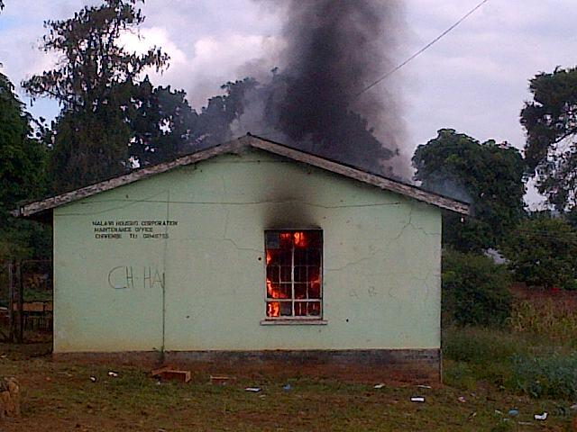 Chiwembe polling station in BT set on fire.Voters say no voting materials until 11am.