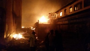 A businesswoman collapsed, shocked by devastating fire charring #Mzuzu Main Market in North #Malawi Photo by @Chavulaj