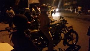 Motorcyclists cash in on #Mzuzu market fire, bill K500 for a trip worth K200 #Malawi - photo by @ChavulaJ