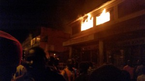 Wambro building up in smoke as fire consumes #Mzuzu marker in North #Malawi Photo By @Chavulaj